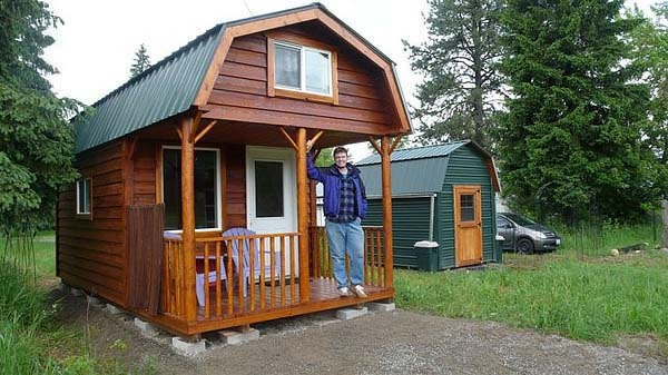 Simple living in tiny houses without giving up style for Simple living homes